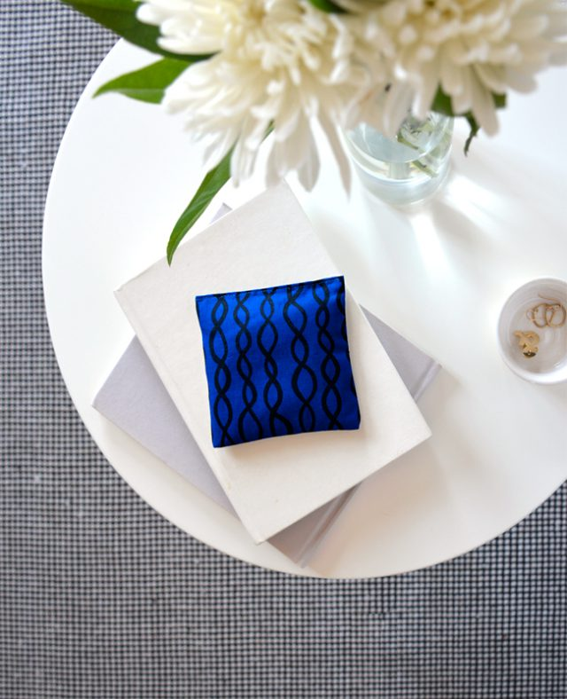 Cobalt DNA sachets - relaxing scent for your bedside table