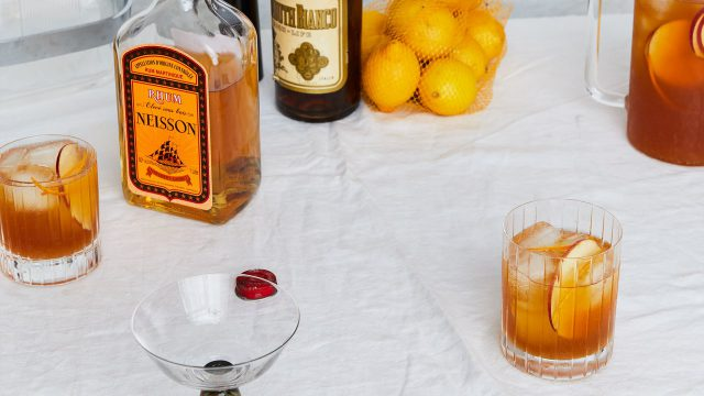 Apple cider and rum punch - Friendsgiving cocktails